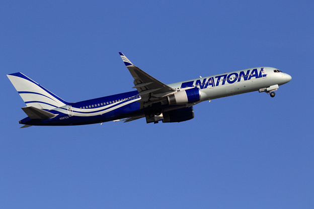 Boeing757 National Airlines N567CA takeoff(2)