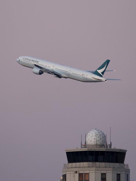 Boeing777 Cathay Pacific B-HNQ takeoff