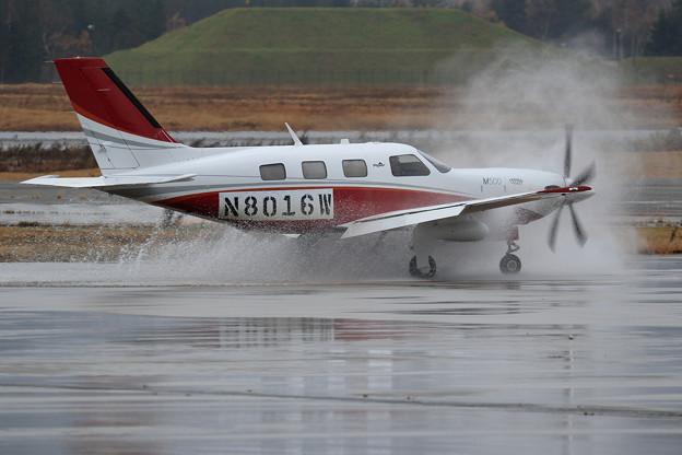 Piper PA46-500TP N8016W 水しぶき