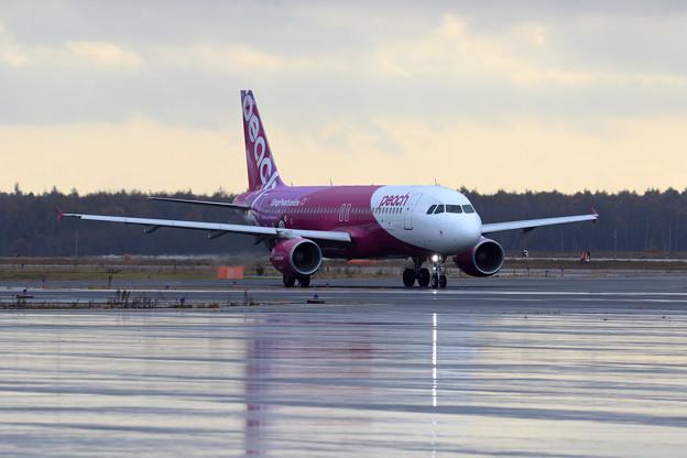 Photos: A320 Peach 雨あがり