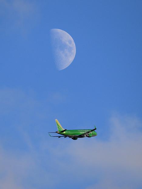 Photos: ERJ-175 FDA JA08FJ takeoff