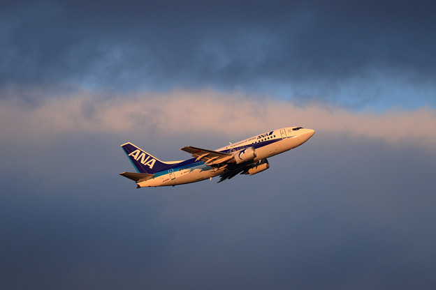 Photos: Boeing737-500 JA306K 夕暮れ時
