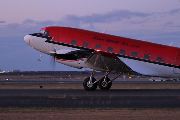 DC-3T/Basler BT-67 C-FBKB 到着(2)