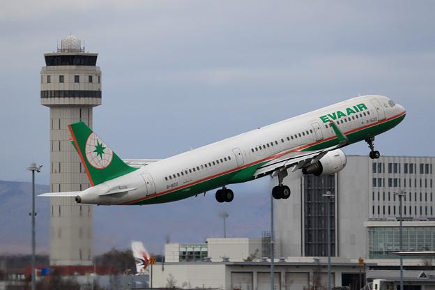 A321 EVAAIR B-16212 takeoff
