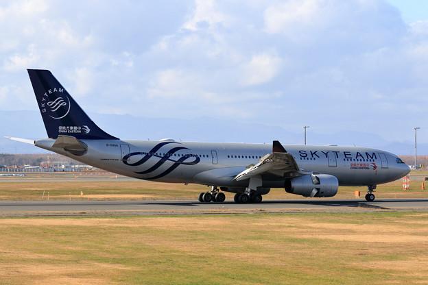 A330 CES MU279 B-5908到着