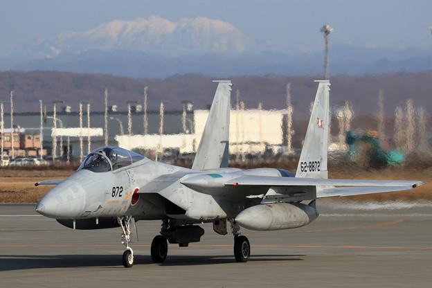 F-15J 872 203sqと白くなった芦別岳