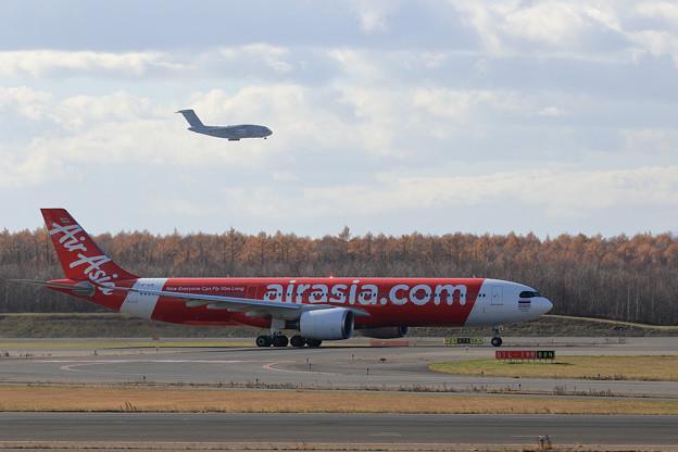 A330neo HS-XJBとKawasaki C-2 203