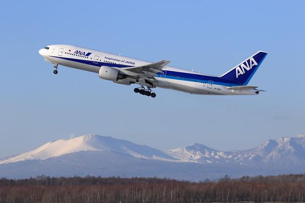 Boeing777 ANA JA702A takeoff