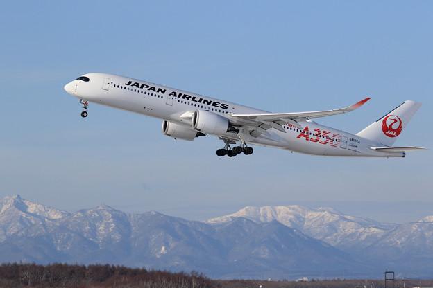Photos: A350 JAL JA01XJ takeoff