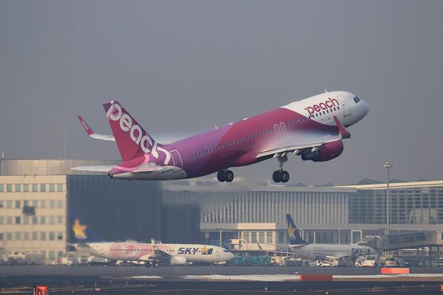 Photos: A320 Peach JA04VA takeoff