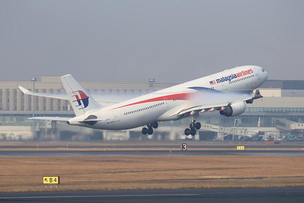 A330 MAS8539 9M-MTM takeoff