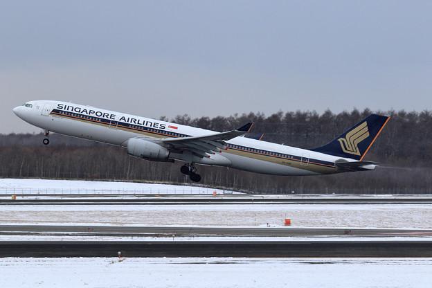 A330 SIA661 9V-SSB takeoff