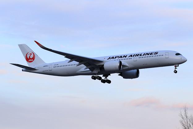 Photos: A350-900 JAL JA05XJ approach