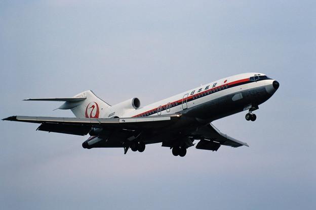 Boeing727-46 JAL JA8327 approach 198.06
