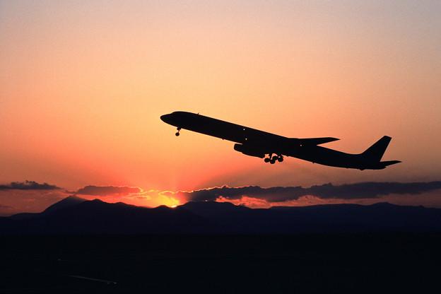 DC-8-61 JAL 夕焼けの空にtakeoff 1980.09