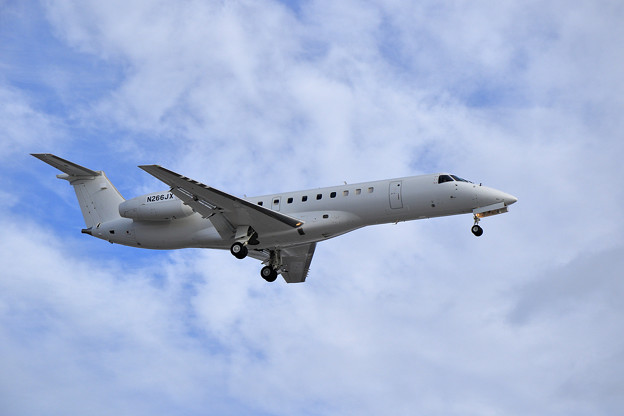 Photos: Embraer EMB-135LR N266JX approach
