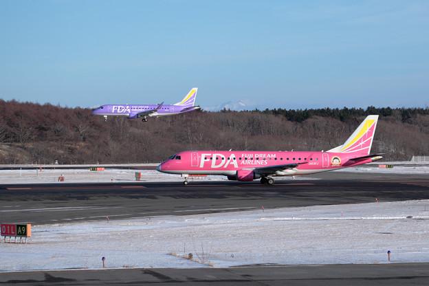 ERJ-175 FAD ピンクとバイオレット