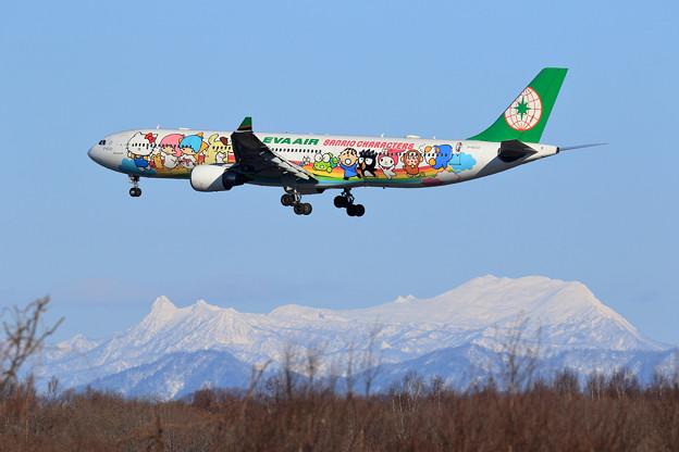 A330 EVA B-16332 approach