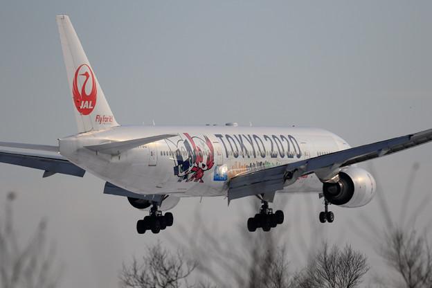 Boeing777 JAL TOKYO2020JET approach