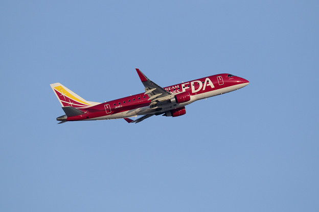 Photos: ERJ-175 FDA JA14FJ takeoff
