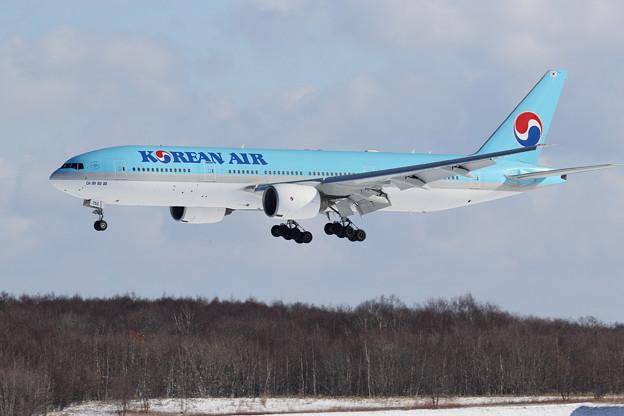 Photos: Boeing777 KAL HL7752 approach