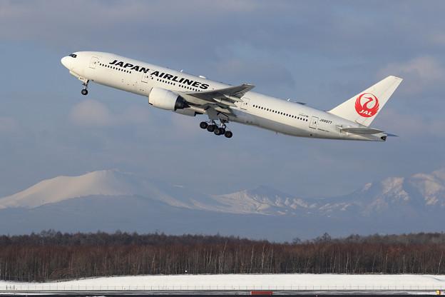 Boeing 777 JAL JA8977 takeoff(1)