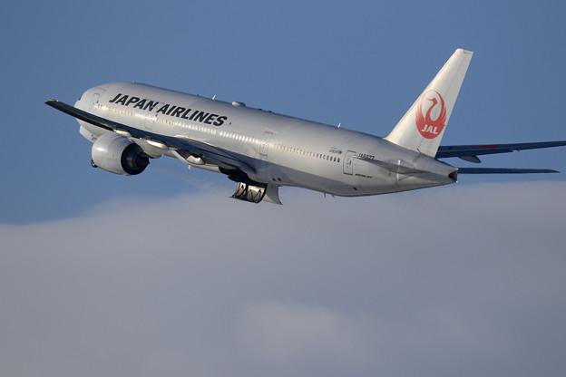 Boeing 777 JAL JA8977 takeoff(2)