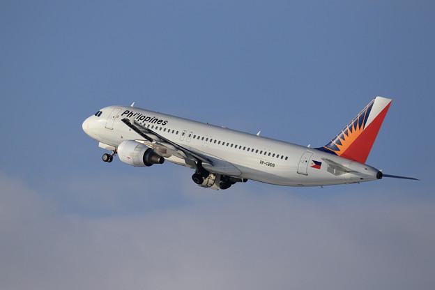 A320 PAL RP-C8619 takeoff