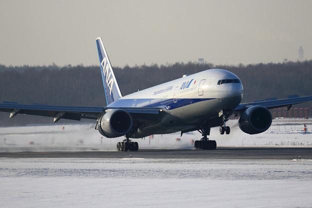 Boeing777 ANA JA742A touchdown