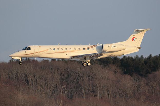 Embraer EMB-135BJ Legacy 650 B-3295 landing