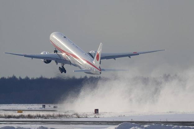 Boeing777 Cygnus takeoff