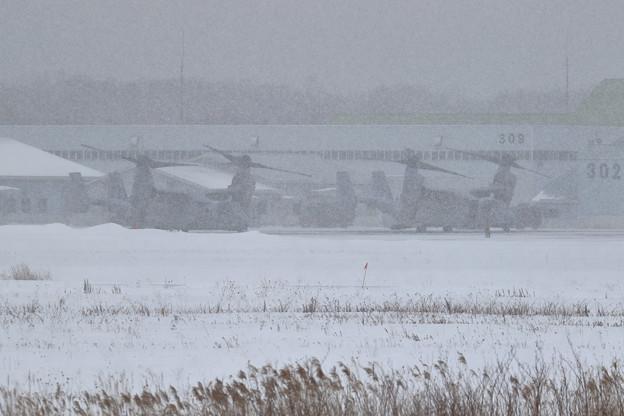 Photos: MV-22B  VMM262 雪降る中帰投準備しかし・・・