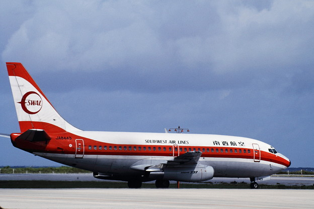 B737-200 JA8443 SWAL 那覇 1990.07