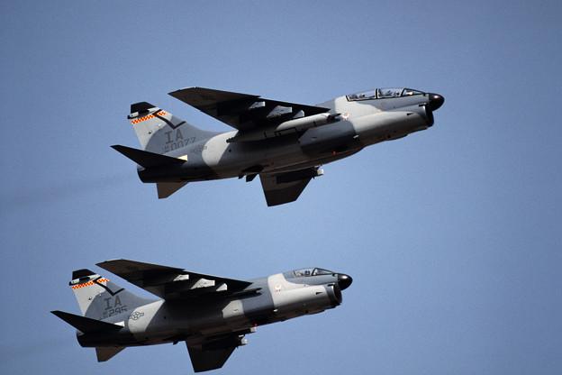 A-7K 81-0077+71-0295 IA ANG 1991.10