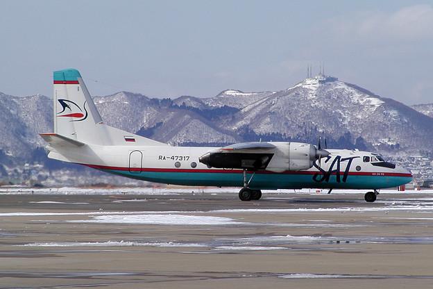 Antonov An-24 RA-47317 SAT HKD 2005.03