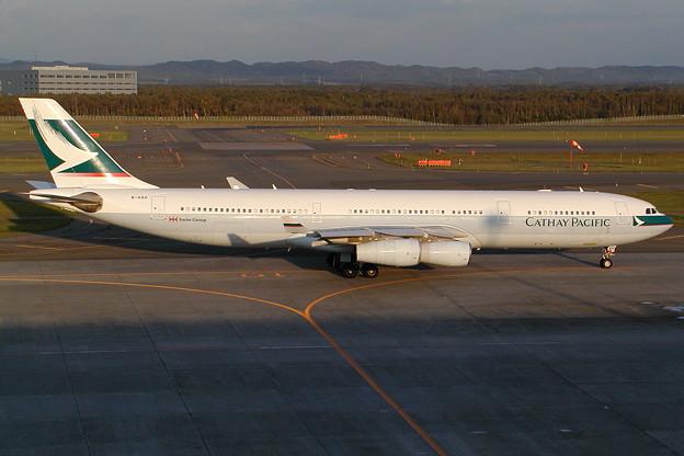 A340-300 B-HXH CPA CTS 2002.10