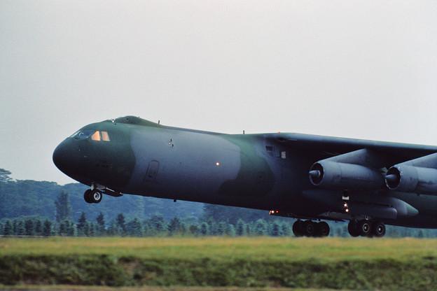 C-141B Lift up