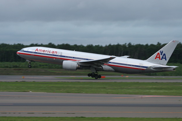 B777-200 N751AN AmericanAirlines CTS 2006.08(1)