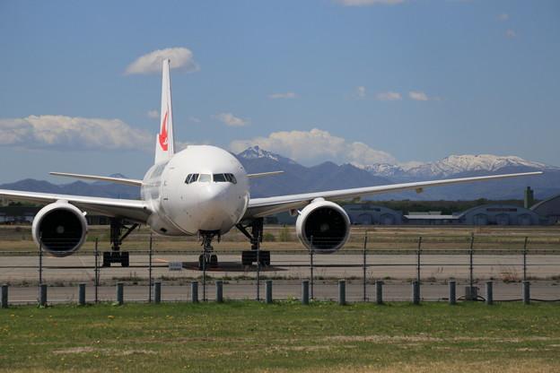 Boeing777 JA704J CTS stay