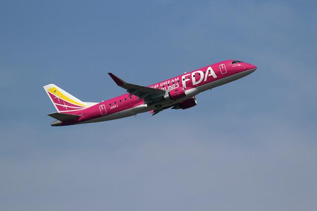 ERJ-175 JA15FJ FDA takeoff