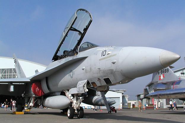 FA-18D VK-10 VMFA(aw)-121 CTS 2005.08