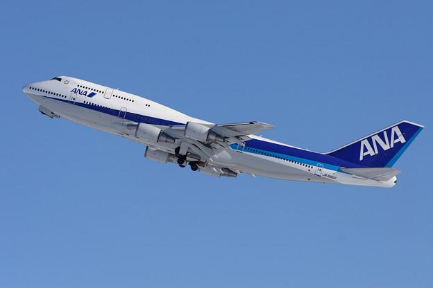 B747-481 JA8960 ANA CTS 2005.12