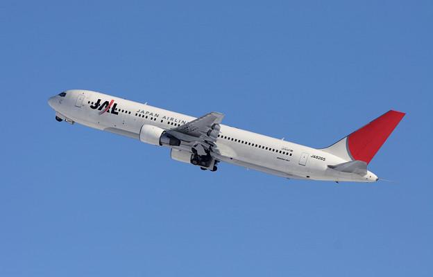 B767-346 JA8265 JAL CTS 2005.12