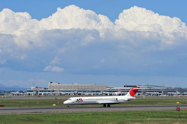 MD-87 JA8281 CTS 2006.09