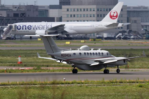 Beech B350 Super King Air N334CA (1)