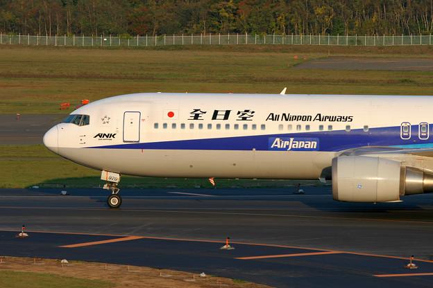 B767-300 JA8970 全日空 2005.1009(2)
