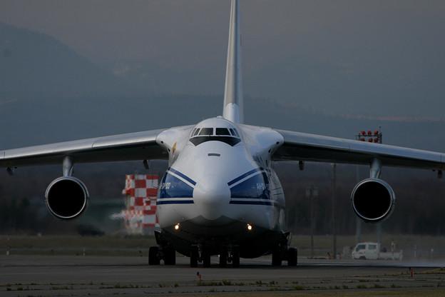 Antonov An-124 RA-82043 CTS 2005.11(2)