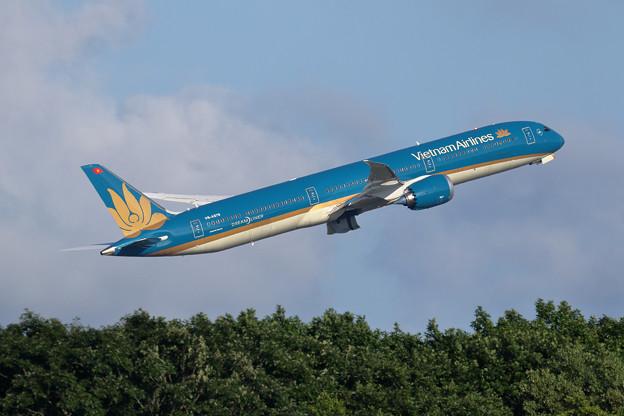 Boeing 787-10 VN-A879 VietnamAirlines (3)