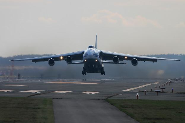 Antonov An-124 RA-82043 CTS 2005.11(5)