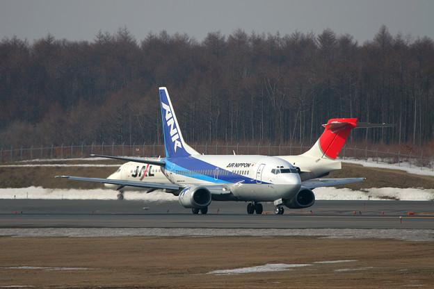 B737-500 JA357K ANK CTS 2006.03